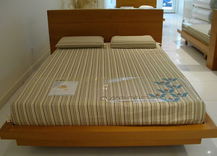 Rubber-wood-bed